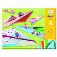 Origami värviküllased lennukid