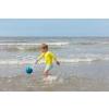 Quut_MINI BALLO_inuse_beach_deep blue_02.jpg