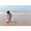 Quut_MINI BALLO_inuse_beach_sweet pink_01.jpg