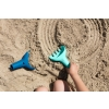 Quut_RAKI_inuse_beach-Dark Blue vintage blue-1.jpg